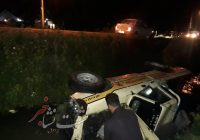 واژگونی خودروی نیسان در جاده لشت نشا به خشکبیجار