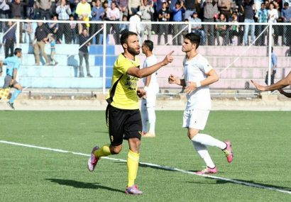 خودکشی فوتبالیست ایرانی با پریدن از روی دکل ورزشگاه!